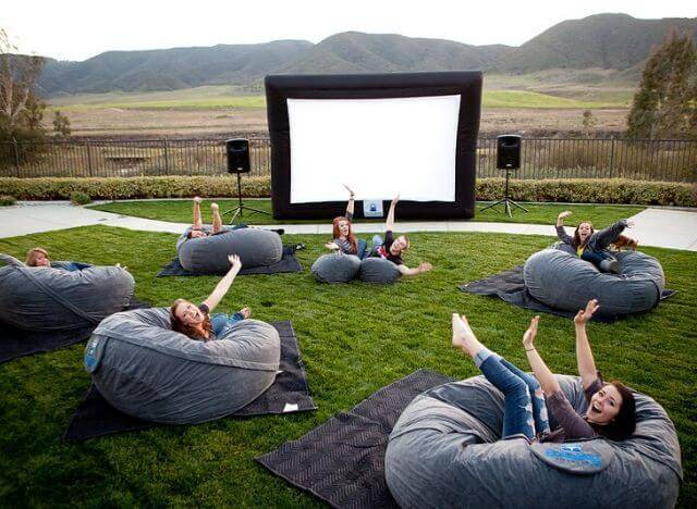 05 The Ultimate Guide to Planning an Outdoor Movie Night