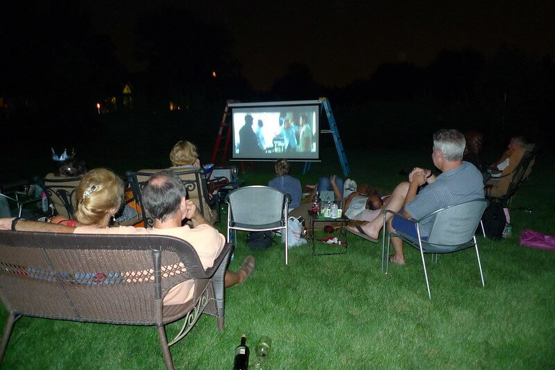 06 Plan the Best Backyard Movie Party Ever 04