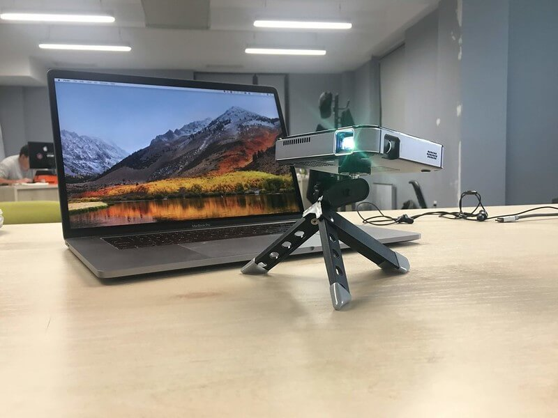 Macbook to Projector